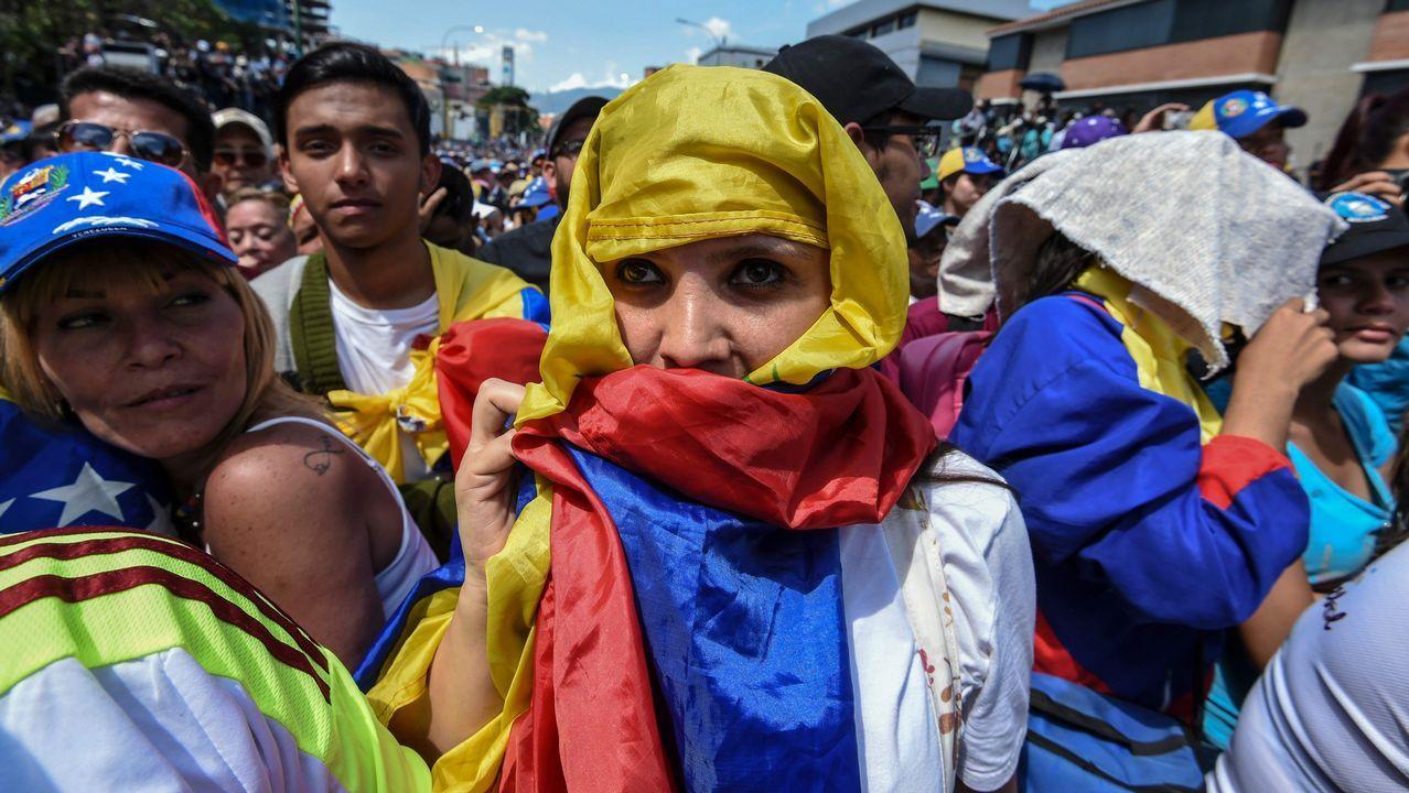 Decenas de miles de personas participan en una concentración contra el Gobierno de Maduro en el acomodado barrio de Chacao