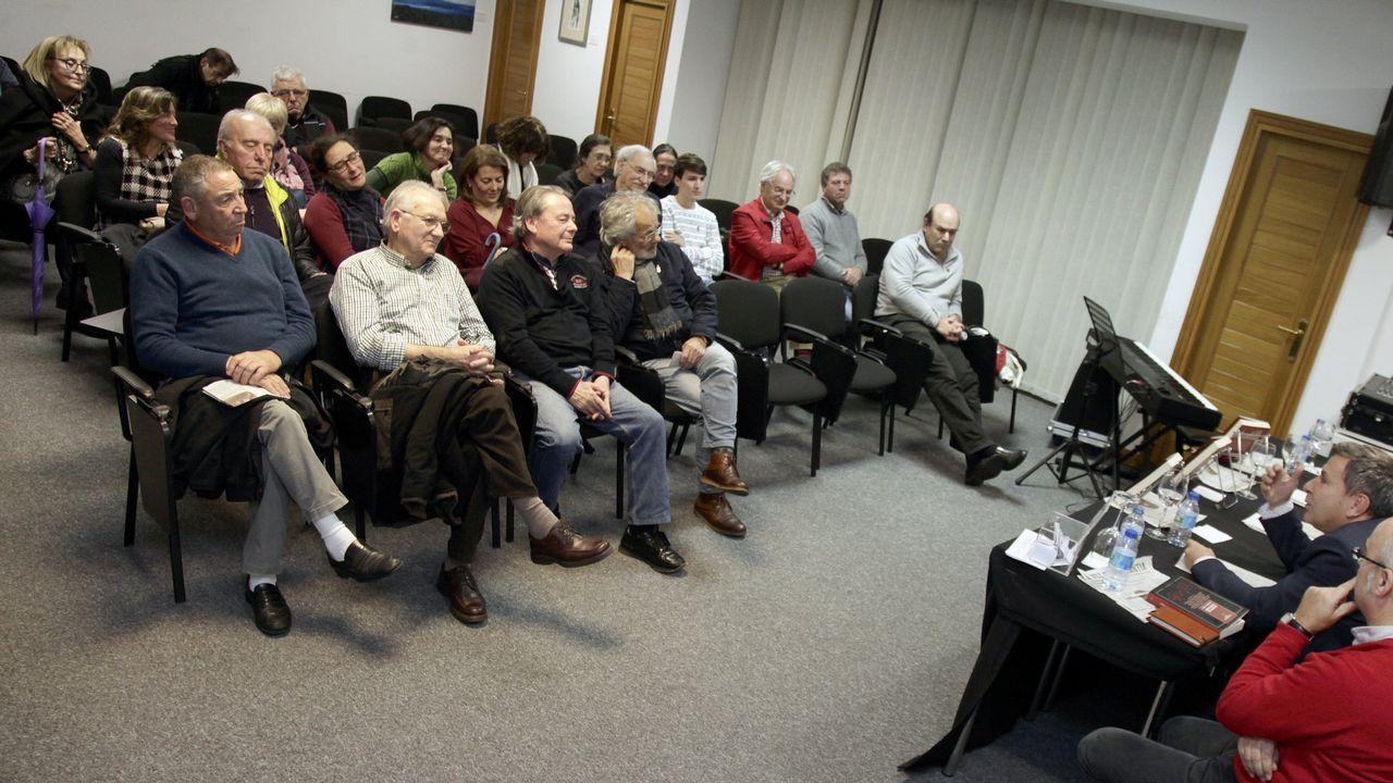 vargas.Pedro de Silva, durante la presentación de su nueva novela en el Ateneo Obrero de Gijón
