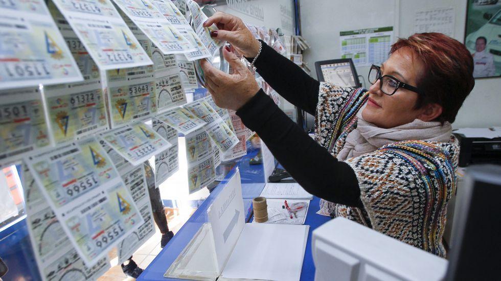 La venta de lotería de Navidad avanza a buen ritmo en Ferrol.