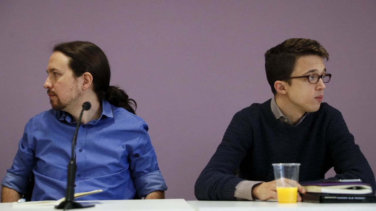 El Gobierno regula el autoconsumo eléctrico.Ni Iglesias ni Errejón acuden a la reunión del consejo ciudadano de Podemos