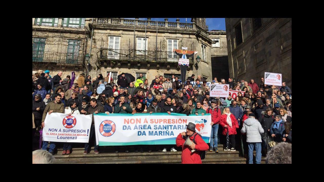 AMariña protesta en Santiago contra los recortes en sanidad.