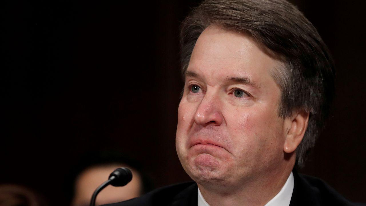 Kavanaugh toma posesión como juez del Supremo y Trump se disculpa «en nombre de EE.UU.».El juez Brett Kavanaugh, durante su declaración frente al Comité Judicial del Senado la semana pasada