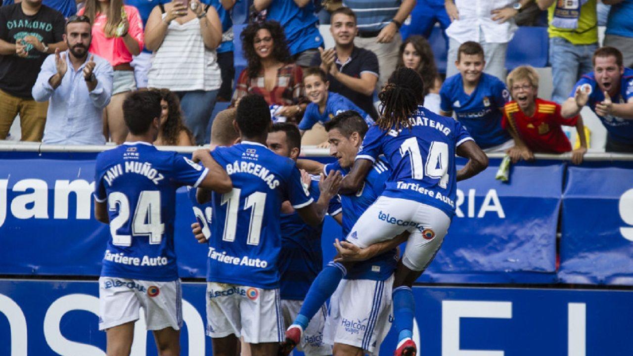 Gol Joselu Real Oviedo Elche Carlos Tartiere.Los futbolistas azules celebran el gol de Joselu