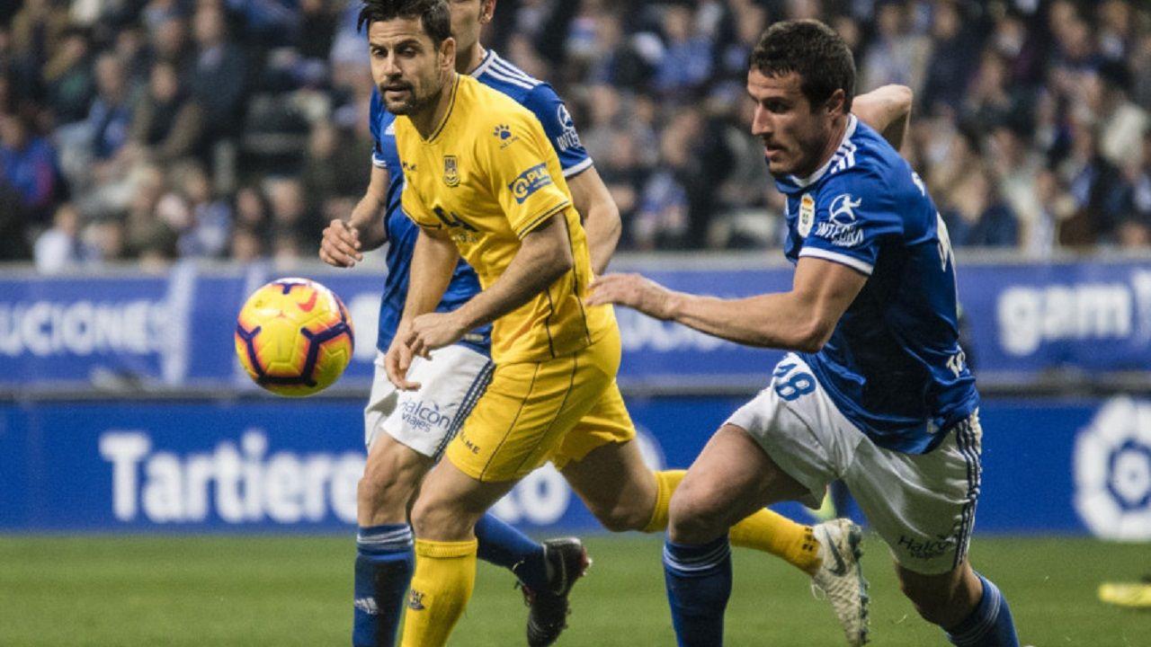 Quique González: «Si fallan Cristiano Ronaldo, Messi o Luis Suárez, cómo no vas a fallar tú».Christian Fernández en el Real Oviedo-Alcorcón
