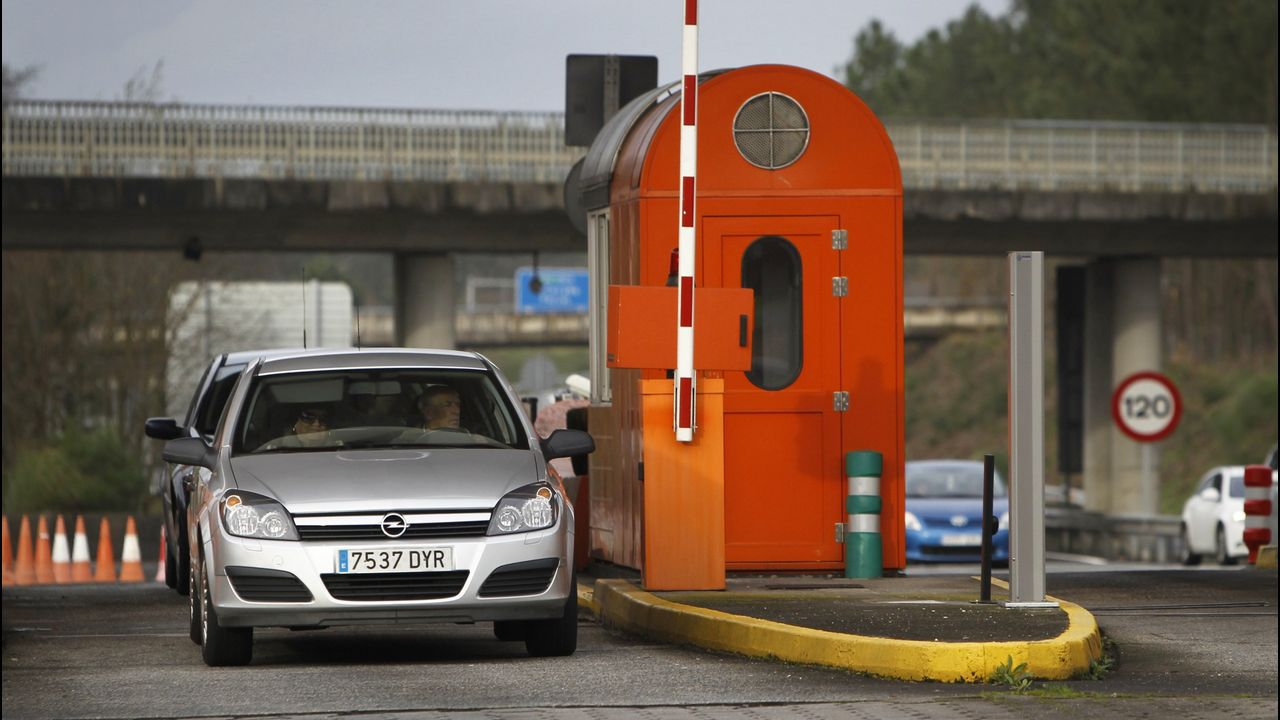 «É un escándalo que paguemos case un euro por un carril de aceleración».El ministro de Fomento, Íñigo de la Serna
