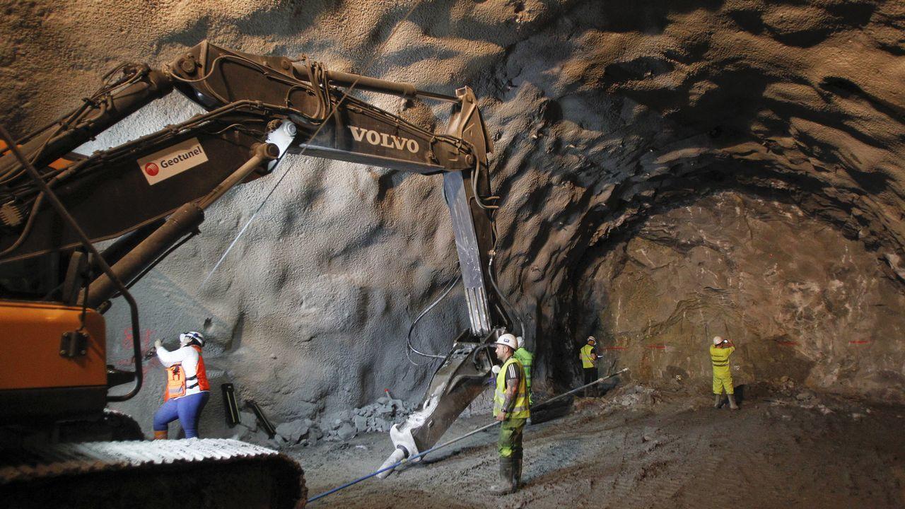 Caneliñas ya cuenta con 350 metros de túnel por el que pasará su tren