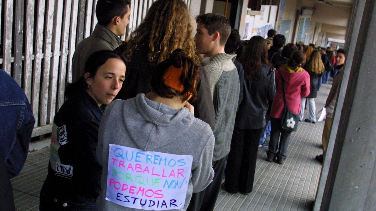 Las imágenes del acto de Pedro Sánchez en Oviedo.Manifestación del Primero de Mayo de 2017