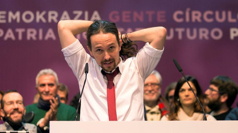 El «show» de Rufián vuelve al Congreso.Juan Carlos Monedero, en el centro de la imagen, en la protesta sindical en la estación de Alsa en Gijón