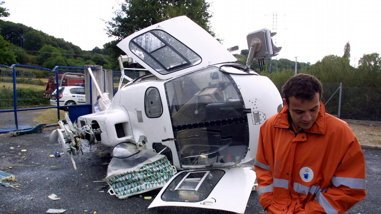 Un helicóptero volcó al intentar aterrizar en Sarria en el 2002.