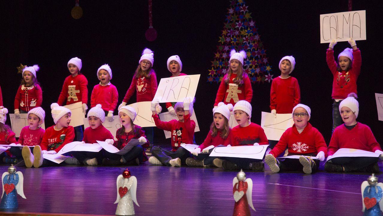 El festival navideño del colegio Artai carballés, en imágenes