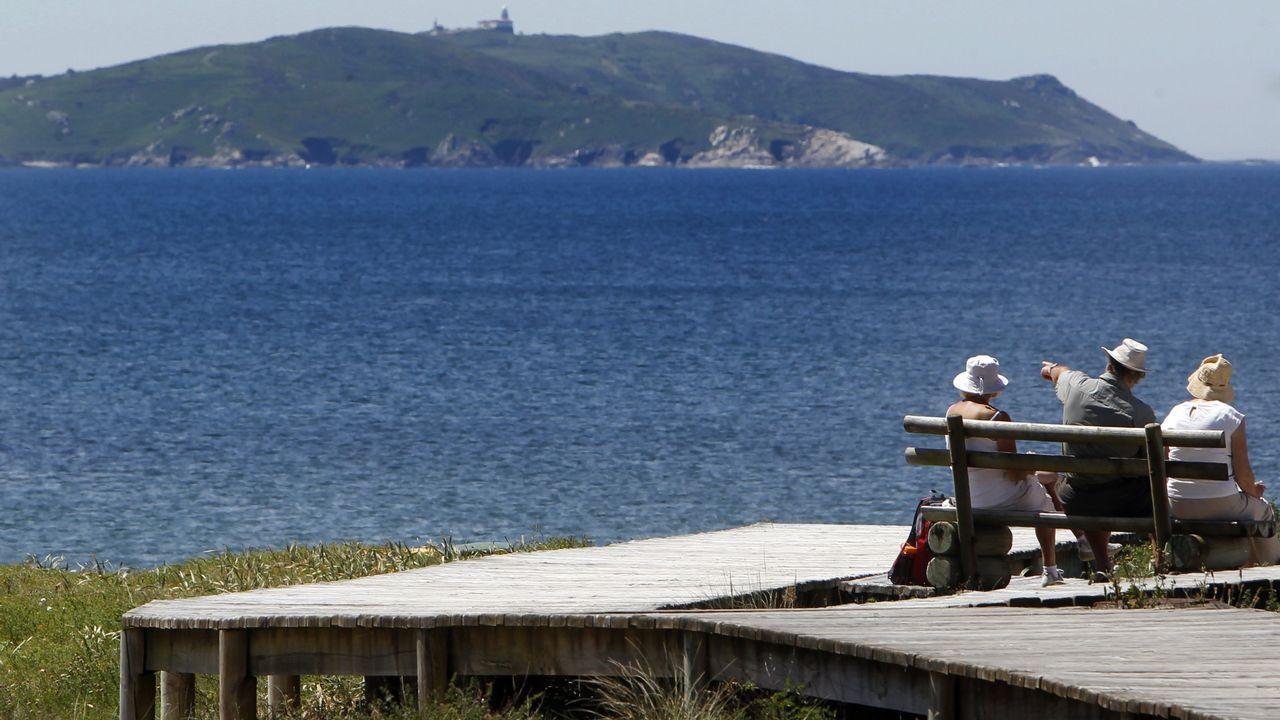 .Vistas desde O Grove, Punta Faxilda (Sanxenxo) es el cabo más próximo a la isla de la ría de Pontevedra.