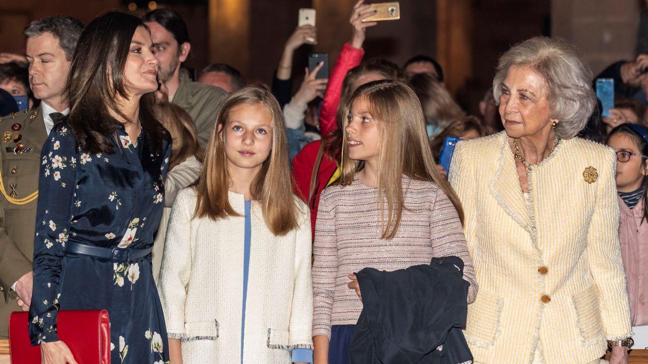 Los reyes, Sofía y las infantas, en la misa de Pascua en Palma