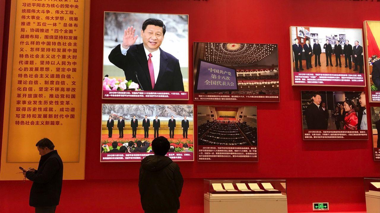 Los novios chinos realizan ostentosas y extravagantes sesiones de fotos, como esta en Zhengzhou