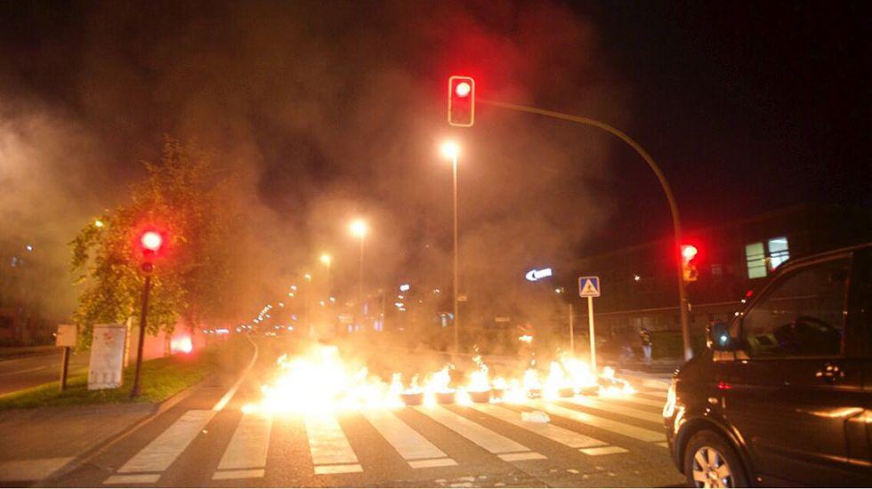 Barricada de trabajadores de Tenneco en Gijón