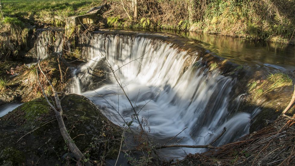 Una antigua presa de regadío situada cerca de la aldea de A Pousa