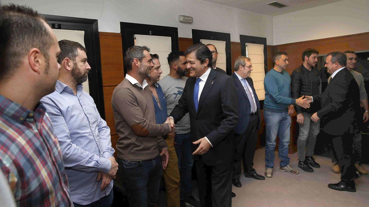 Así fue la recepción con honores en Asturias a la Brigada de Salvamento Minero.El presidente del Principaos, Javier Fernández, y el consejero de Turismo, Isaac Pola, durante el día de Asturias en Fitur