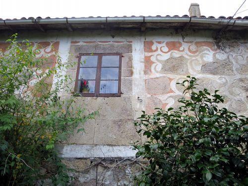 A chamada Casa dos Carbaxales, en Paderne —na parroquia de Muradelle— foi propiedade da familia de Juana García Carbajal. Nunha dependencia deste mesmo edificio existiu tamén un obradoiro de fabricación de campás que foi moi coñecido na comarca