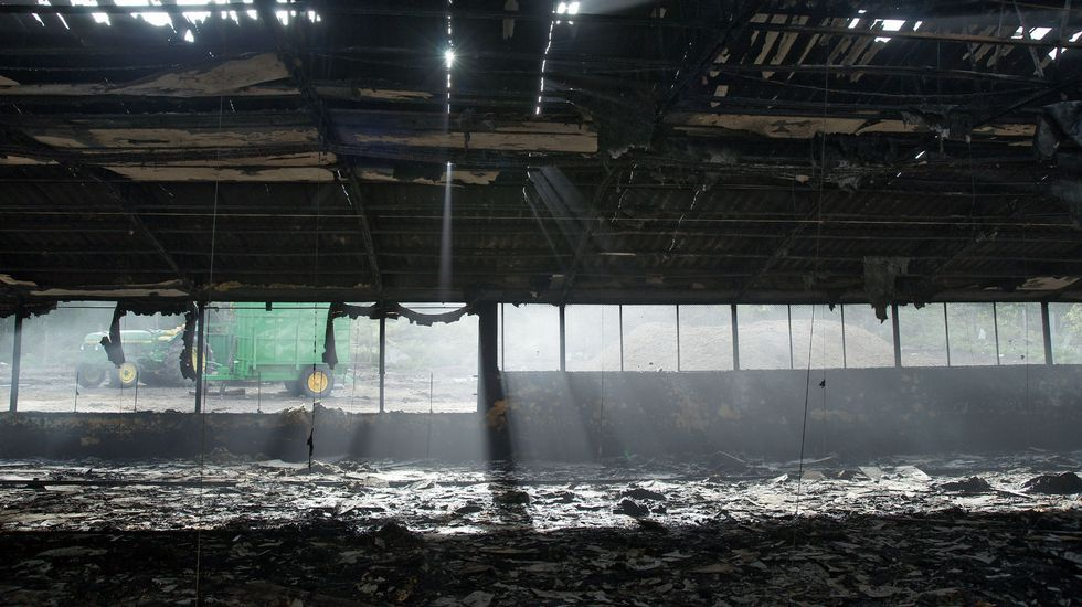 Incendio en dos granjas de pollos de Melón.<span lang= es-es >Descoordinación institucional</span>. Diputación y Concello de Melón promovieron las obras -la imagen es del 22 de julio- mientras la APLU justificaba sus retrasos en el juzgado de lo contencioso.