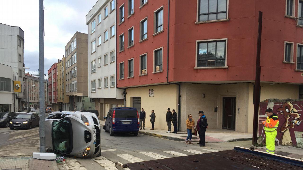 Huelga de ambulancias. Concentración delante de la puerta de urgencias en el hospital Montecelo