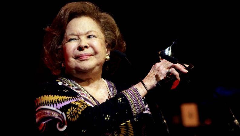 Emotivo adiós a Concha García Campoy.El cantante y compositor Víctor Manuel comenzó su carrera artística hace medio siglo.