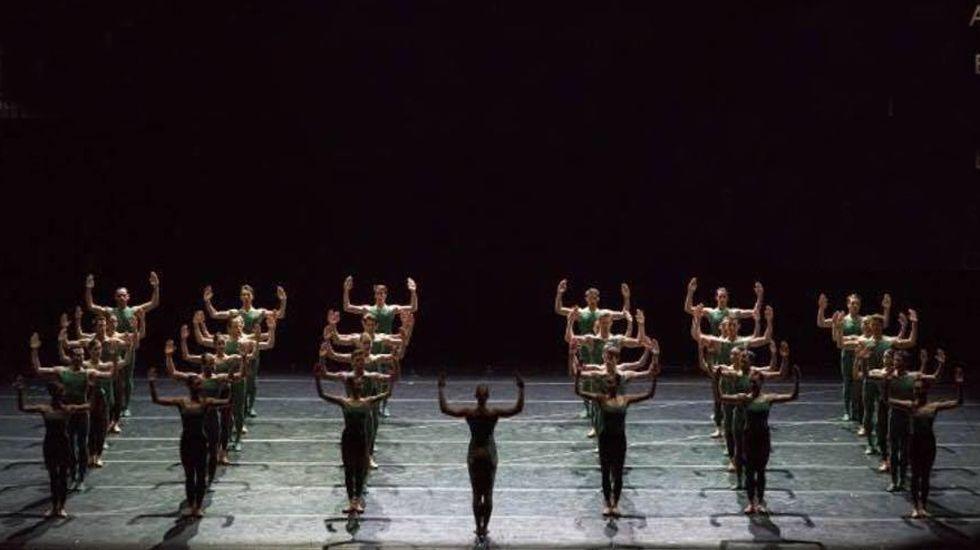 Vertido al río Cares.La Compañía Nacional de Danza en «Artifact Suite», de Forsythe