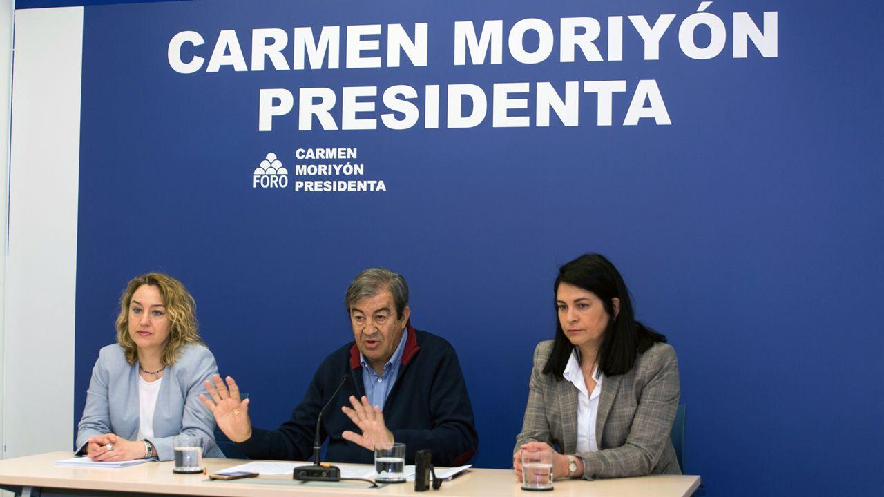 Mariano Rajoy (PP).Francisco Álvarez-Cascos, en el centro, en la sede de Foro Asturias