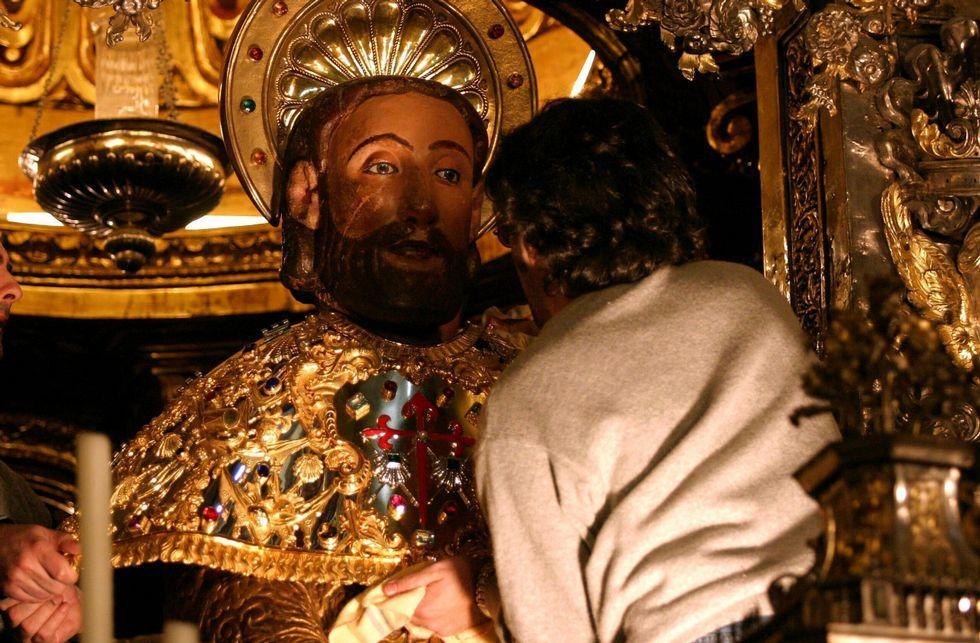 ¿Molestan los indigentes en Compostela?.El edil Manuel Dios quiere revisar el reglamento de condecoraciones e introducir la laicidad en él.