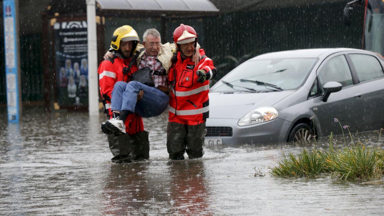 Las lluvias no dieron tregua en Galicia ni en junio. El último día de mes cayeron 6.000 rayos sobre la comunidad y A Coruña se convirtió, casi, en Venecia. Las calles fueron ríos.