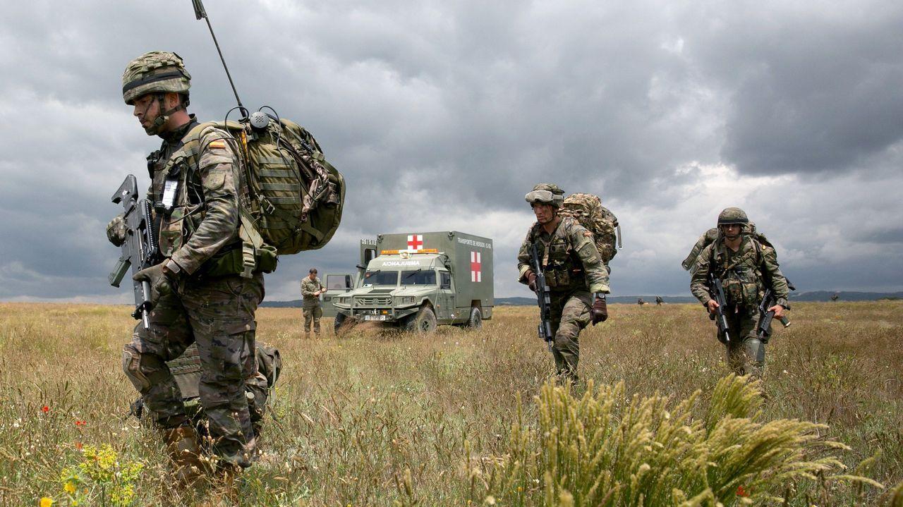 Militares de la brigada Almogavares VI durante el ejercicio que se desarrolla en el Centro Nacional de Adistramiento de San Gregorio, en Zaragoza