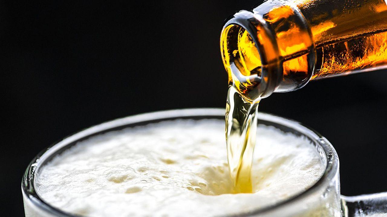 El pavimento del periférico hace aguas.Cerveza