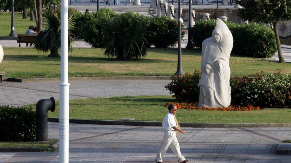 Monumento a Francisco Javier Balmis en el paseo del Parrote, de A Coruña