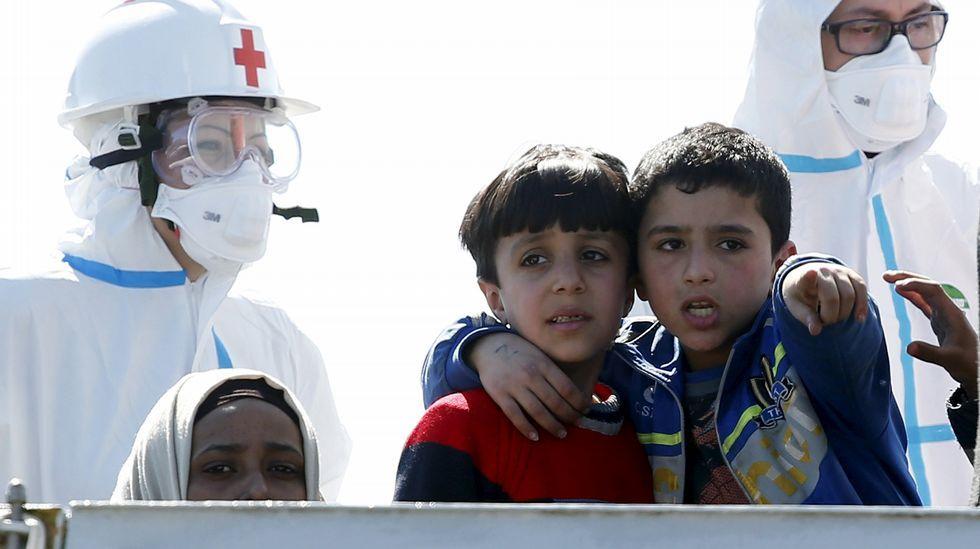 Las imágenes del desembarco de centenares de inmigrantes en Sicilia