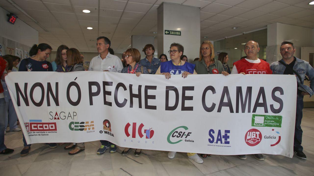 Marco Antuña, de la Asamblea de Trabajadores, interrumpe la rueda de prensa de Fitur y explica las reivindicaciones de los trabajadores del Reconquista.Javier Fernández Lanero en la sede de UGT en Oviedo