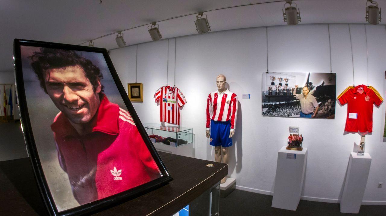 La exposición Hermanos Castro instalada en la Casa Municipal de Cultura de Avilés
