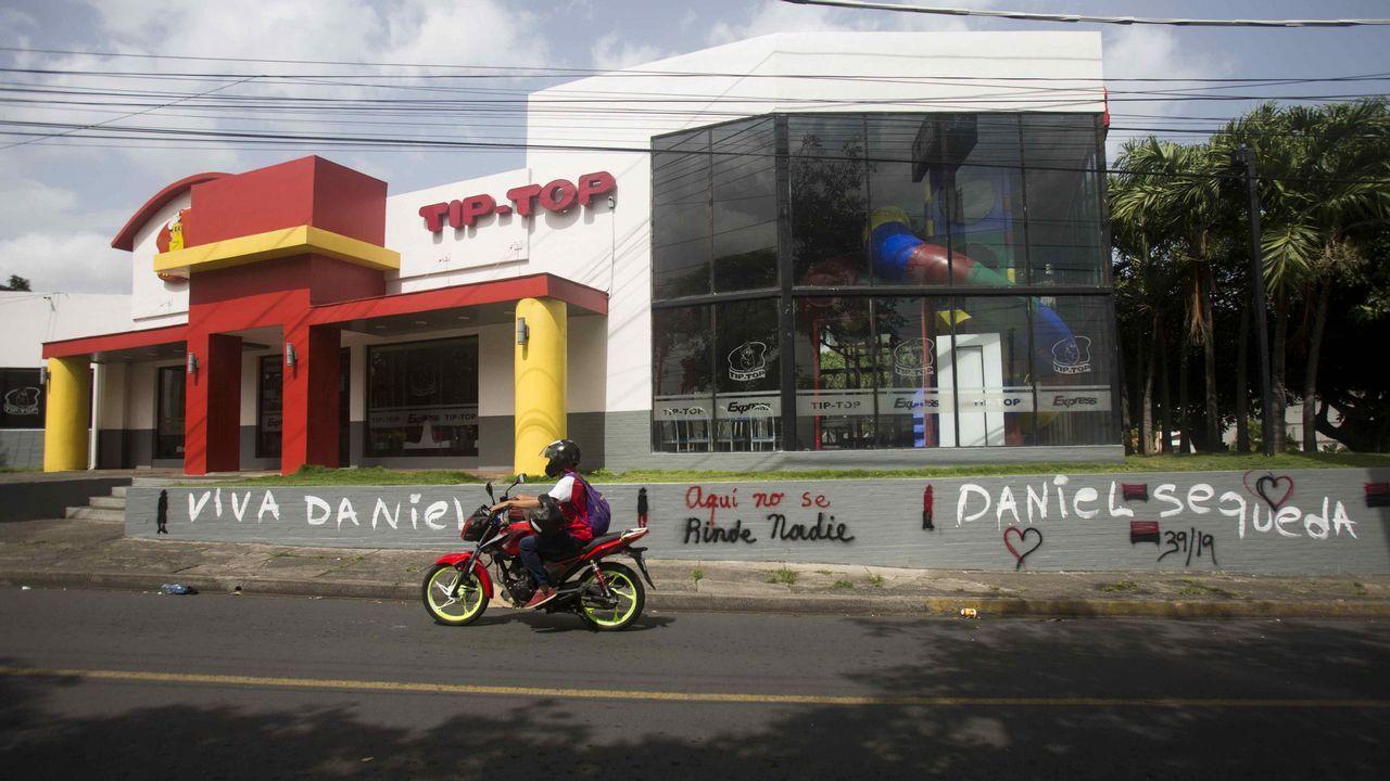 Cientos de jóvenes despidieron a Gerald Vásquez, uno de los asesinados el sábado en Managua