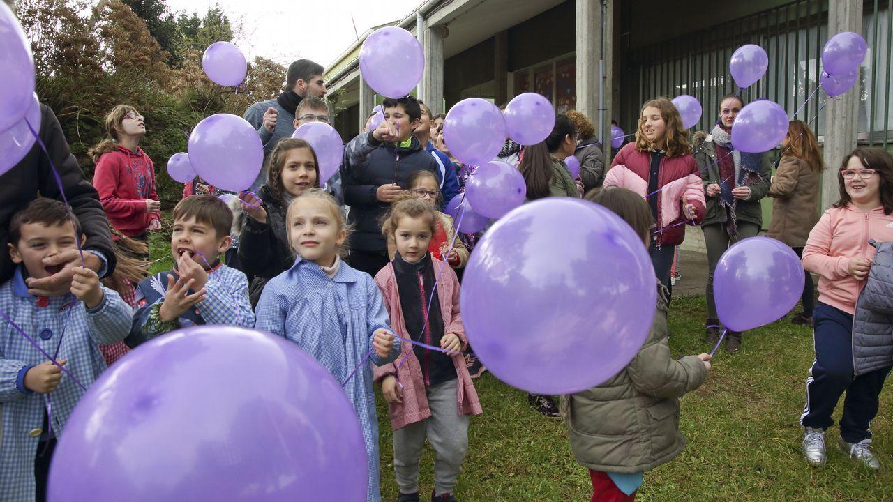 .Suelta de globos en el colegio de Buño