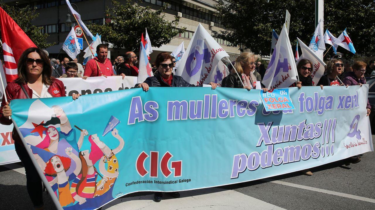 Manifestación del 1 de Mayo en Vilagarcía.Luis Enrique celebra la victoria del Sporting