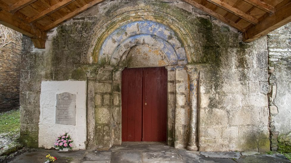 Puerta románica de la iglesia de San Mamede