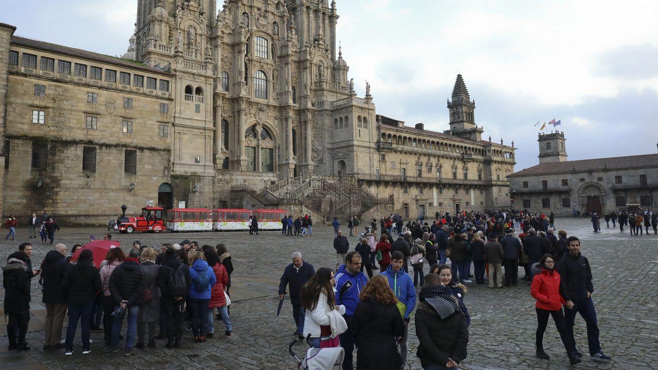 Sindicalistas de Alcoa A Coruña y Avilés protestan juntos en Vegadeo.Asamblea en Oviedo de los trabajadores de supermercados