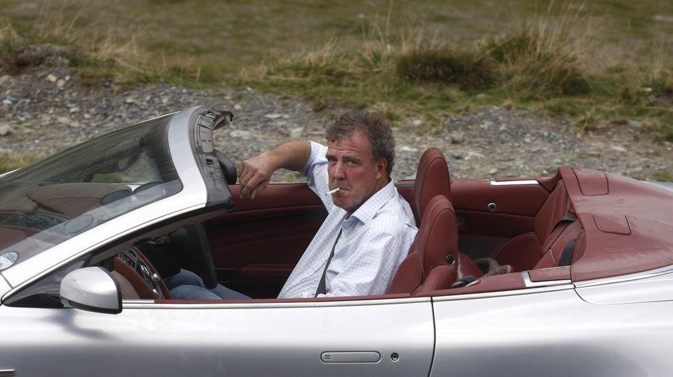 Así es «Refugiados».Jeremy Clarkson durante el partido entre el Chelsea y el PSG