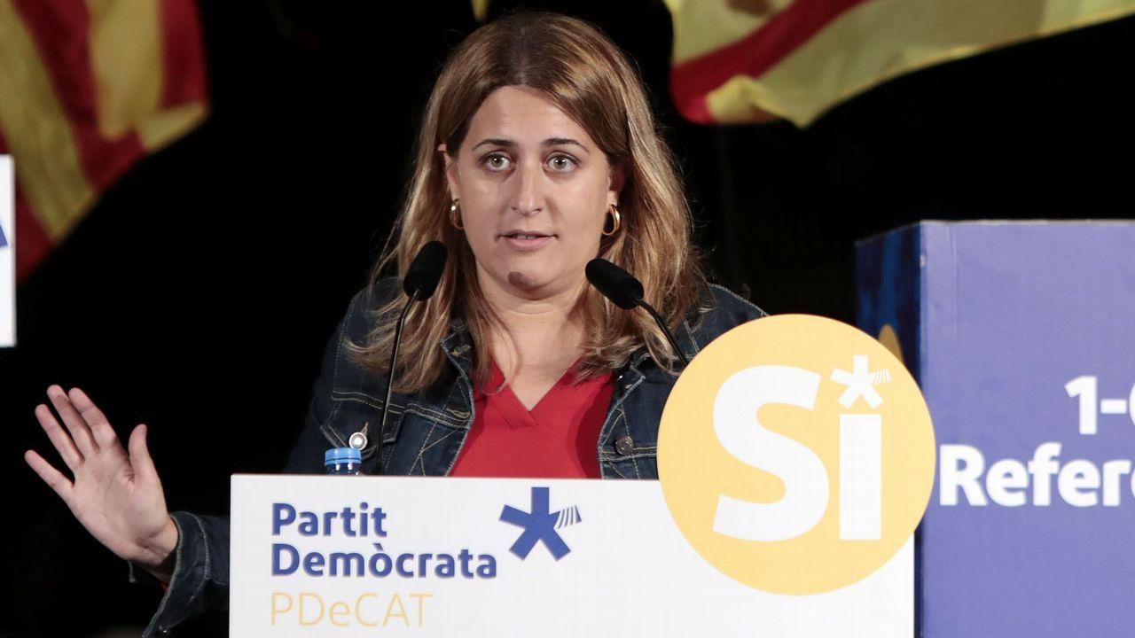 Marta Rovira: «Hemos venido a defender los derechos que tenemos como diputados del Parlament».Elsa Artadi, portavoz del grupo parlamentario de Junts, y Roger Torrent, presidente del Parlament
