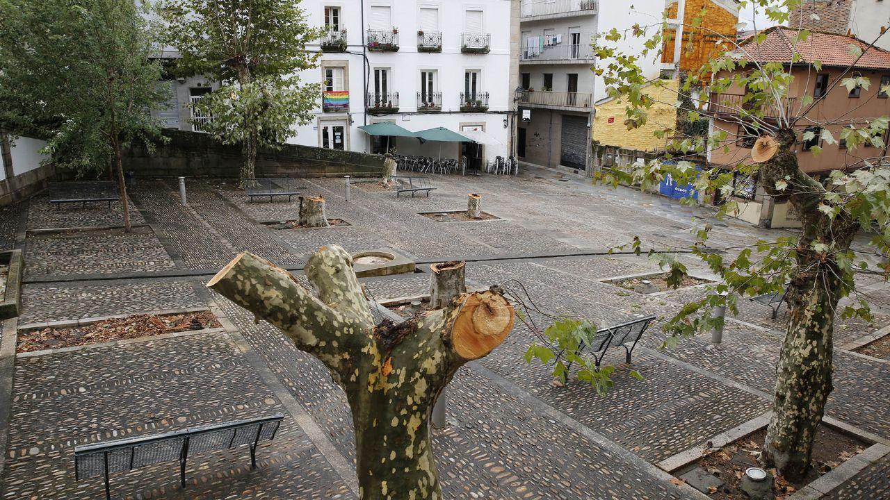 Emisiones contaminantes, el pasado 28 de febrero, en Gijón.Nube de contaminación sobre Oviedo