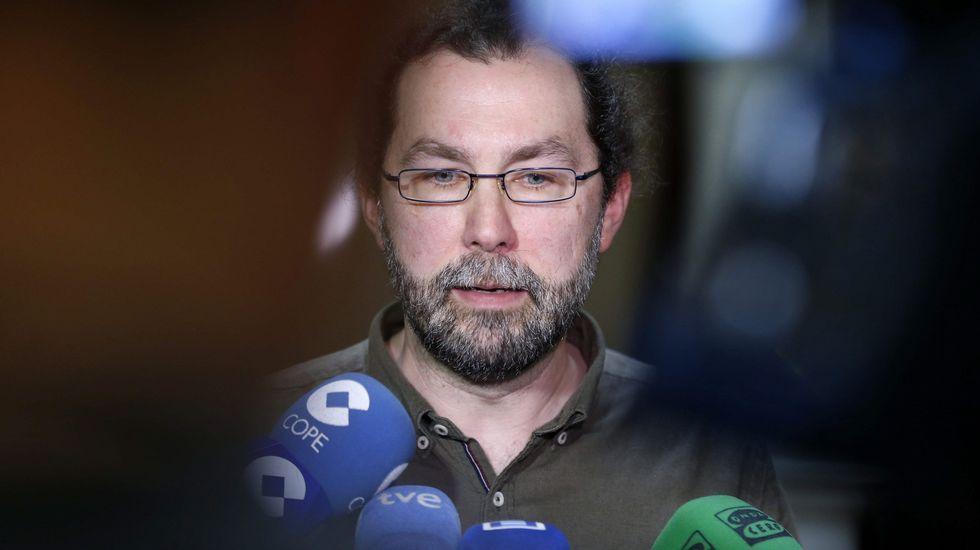 La «heroína» que evitó un accidente de autobús. El portavoz de Podemos Asturies, Emilio León,