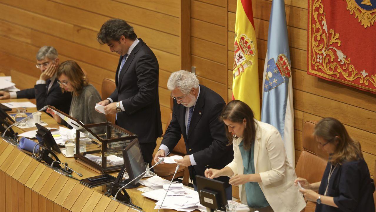 Un momento del recuento de votos por el presidente y los vicepresidentes del Parlamento