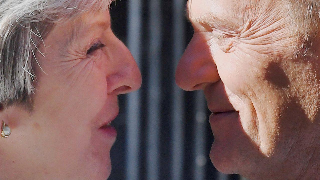 .La primera ministra británica, Theresa May, recibe al presidente del Consejo Europeo, Donald Tusk, en el 10 de Downing Street