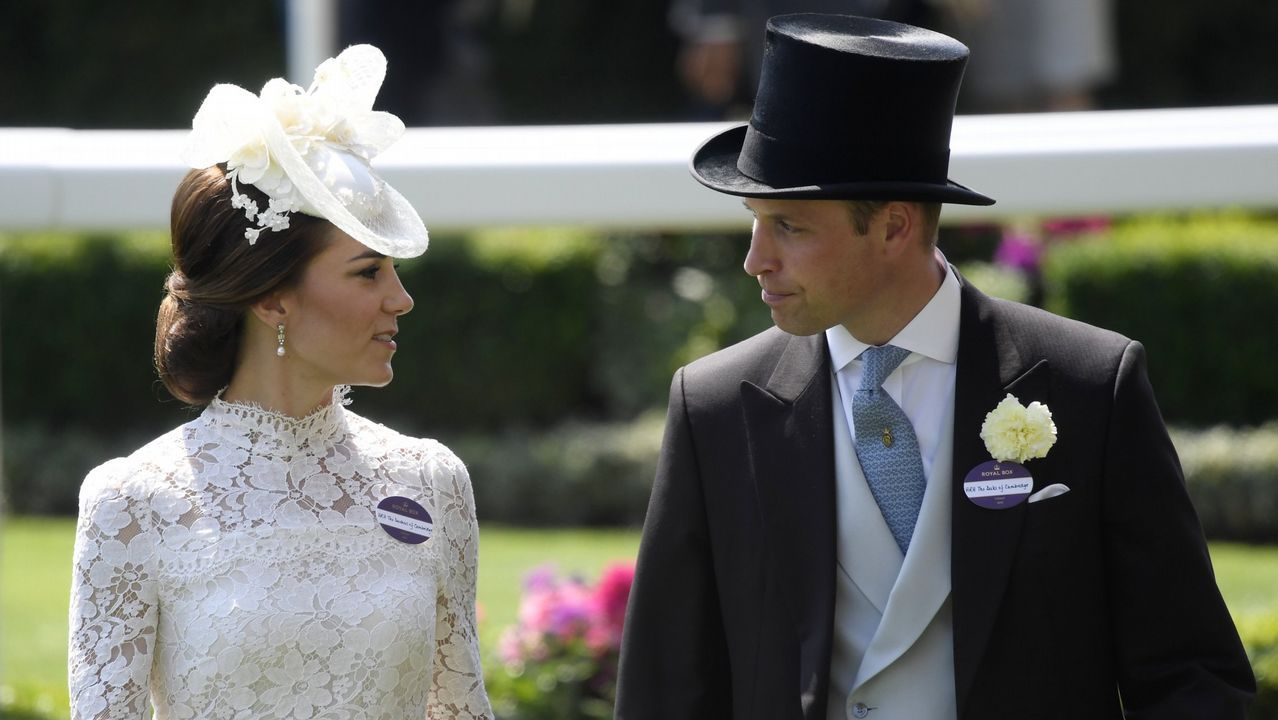 El sofisticado estilo de Kate Middleton.Una tiara propiedad de la Reina Mary. La joya que la reina Isabel II prestó a Meghan Markle para su boda fue una tiara en forma de banda de diamantes creada en 1932 con un espectacular broche desmontabla al centro, hecho en 1893 y compuesto de 10 brillantes diamantes.