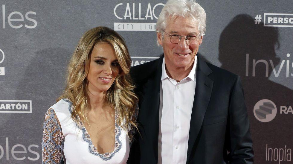 Cariñosas imágenes de Richard Gere junto a Alejandra Silva en el estreno de «Invisibles», la última película del actor norteamericano.