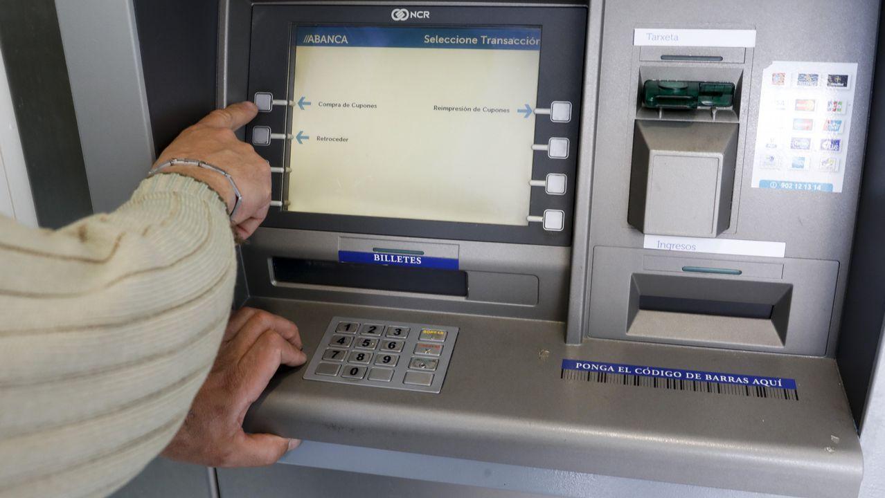 Un «hacker» se hace pasar por agente de seguros y se lleva de un cajero 300 euros de un taxista lucense.