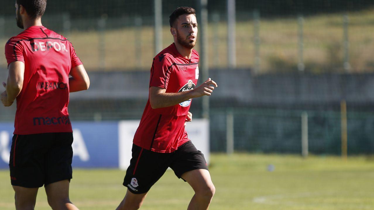 Las fotos del Deportivo - Reus.Solo el goleador del Elche Sory Kaba chuta más que Carlos Fernández