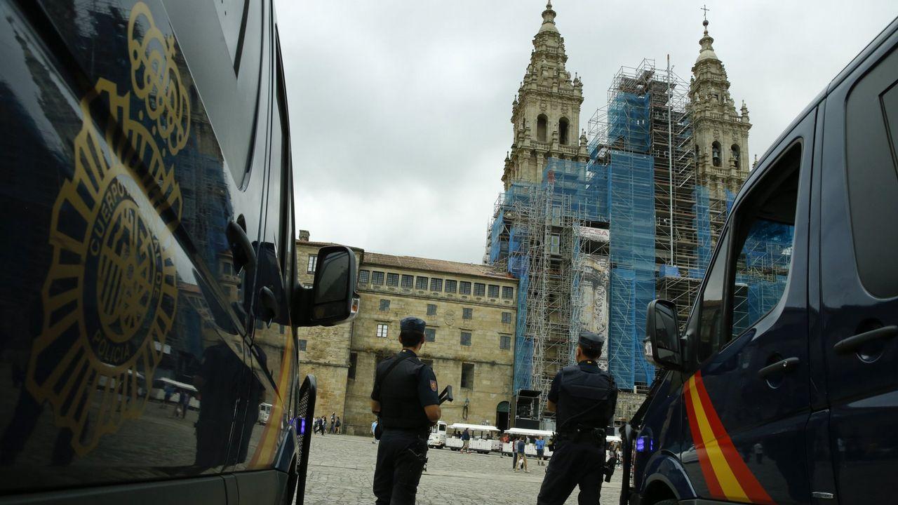 Cientos de jeringuillas cubren una finca dela avenida Mestre Mateo.Registro Civil de Pontevedra